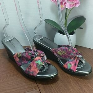 White Mountain Floral Wedge Slip On Sandal sz 8